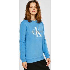 Calvin Klein Jeans - Bluza. Niebieskie bluzy z nadrukiem damskie Calvin Klein Jeans, l, z bawełny, bez kaptura. Za 399,90 zł.