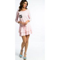 Sukienki: Bladoróżowa Sukienka z Naszywkami 3275