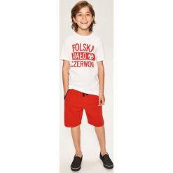Krótkie spodenki dresowe - Czerwony. Czerwone dresy chłopięce marki Reserved, z dresówki, krótkie. W wyprzedaży za 29,99 zł.