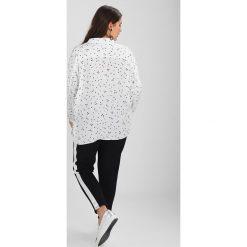 Koszule męskie: Live Unlimited London STAR PRINT THROW ON BLOUSE Koszula white
