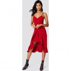 NA-KD Boho Sukienka midi z marszczeniem z przodu - Red. Niebieskie sukienki boho marki NA-KD Boho, na imprezę, w koronkowe wzory, z koronki, na ramiączkach, mini. W wyprzedaży za 40,19 zł.