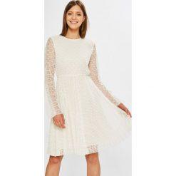Miss Sixty - Sukienka Helen. Szare długie sukienki marki Miss Sixty, na co dzień, l, z koronki, casualowe, z okrągłym kołnierzem, z długim rękawem, plisowane. W wyprzedaży za 579,90 zł.