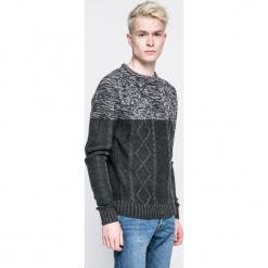 Brave Soul - Sweter. Szare swetry klasyczne męskie marki Brave Soul, l, z dzianiny, z okrągłym kołnierzem. W wyprzedaży za 49,90 zł.