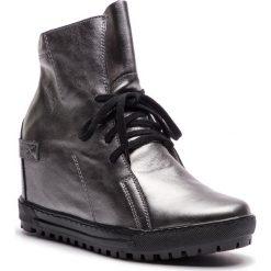Sneakersy EKSBUT - 75-3975-G56-1G Srebro. Szare sneakersy damskie Eksbut, ze skóry. W wyprzedaży za 259,00 zł.