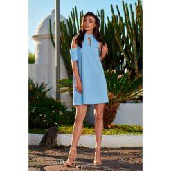 Sukienka z odkrytymi ramionami błękitna KALI. Niebieskie sukienki balowe marki Reserved, z odkrytymi ramionami. Za 159,90 zł.