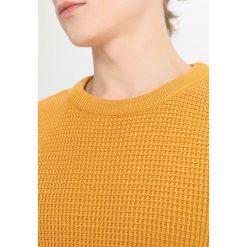 Brixtol Textiles REED Sweter mustard. Żółte kardigany męskie marki Brixtol Textiles, m, z bawełny. W wyprzedaży za 356,15 zł.