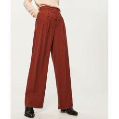 Szerokie spodnie z wysokim stanem - Bordowy. Czerwone spodnie z wysokim stanem marki Reserved. Za 159,99 zł.