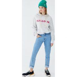 Bluza z kapturem i logo. Szare bluzy z kapturem damskie Pull&Bear. Za 89,90 zł.