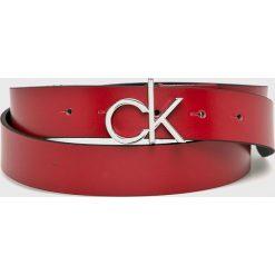 Calvin Klein - Pasek. Czerwone paski damskie marki Calvin Klein, w paski, ze skóry. Za 229,90 zł.
