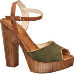 Sandały na obcasie Graceland beżowe. Czarne sandały damskie marki Graceland, w kolorowe wzory, z materiału. Za 99,90 zł.