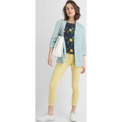 Koszulka ze wzorem. Czarne bluzki sportowe damskie marki Orsay, xs, z bawełny, z dekoltem na plecach. Za 29,99 zł.