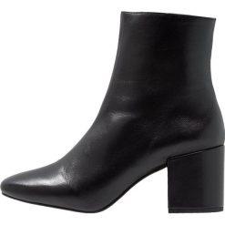 Intentionally Blank SHOP Botki black. Czarne botki damskie skórzane Intentionally Blank, klasyczne. Za 879,00 zł.