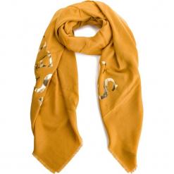 Szal GUESS - AW8027 POL03 MGD. Żółte szaliki damskie Guess, z aplikacjami, z materiału. Za 189,00 zł.