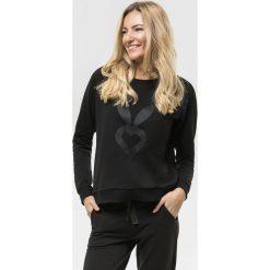 Cardio Bunny - Bluza Poppy. Czarne bluzy sportowe damskie marki Cardio Bunny, s, z nadrukiem, z bawełny, bez kaptura. W wyprzedaży za 89,90 zł.
