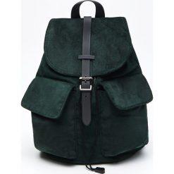 Aksamitny plecak z kieszeniami - Zielony. Zielone plecaki damskie Cropp. Za 99,99 zł.