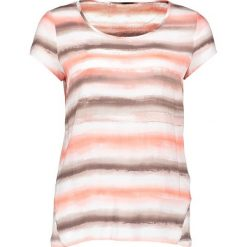 Koszulka w kolorze kremowo-brzoskwiniowym. Białe bluzki damskie Taifun, w paski, z okrągłym kołnierzem, z krótkim rękawem. W wyprzedaży za 65,95 zł.