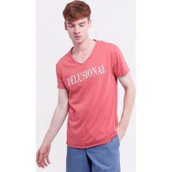 Męski T-shirt MF Delusional. Różowe t-shirty męskie Astratex, m, z napisami, z bawełny. Za 49,99 zł.