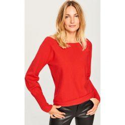 Sweter z dekoltem z tyłu - Czerwony. Czerwone swetry klasyczne damskie Reserved, l. Za 69,99 zł.