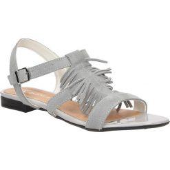 Sandały skórzane z frędzlami Casu 1924. Szare sandały damskie z frędzlami marki Casu. Za 89,99 zł.