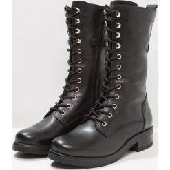 Zign Kozaki sznurowane black. Czarne buty zimowe damskie Zign, z materiału. W wyprzedaży za 407,20 zł.