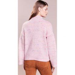 Club Monaco OCALLA  Sweter cotton candy. Czerwone swetry klasyczne damskie Club Monaco, z materiału. W wyprzedaży za 419,60 zł.