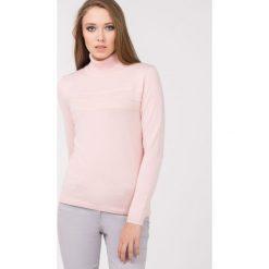 Golfy damskie: Sweter z golfem i koronkowym zdobieniem