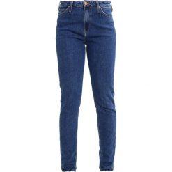 Lee MOM TAPERED Jeansy Slim Fit acid stone. Niebieskie jeansy damskie relaxed fit Lee. W wyprzedaży za 191,40 zł.