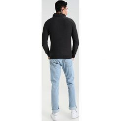 Swetry klasyczne męskie: BONOBO Jeans SKARATEH Sweter phantom
