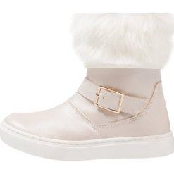 Friboo Botki offwhite. Czerwone buty zimowe damskie marki Friboo, z materiału. W wyprzedaży za 125,40 zł.
