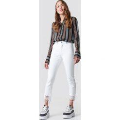 NA-KD Jeansy z rozdarciami - White. Szare spodnie z wysokim stanem marki NA-KD, z bawełny, z podwyższonym stanem. Za 202,95 zł.