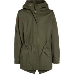 Zadig & Voltaire Parka kaki. Brązowe kurtki dziewczęce marki Reserved, l, z kapturem. Za 579,00 zł.