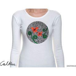 Czerwone kwiaty - damska koszulka z rękawem. Czerwone bluzki asymetryczne Pakamera, w kwiaty, z długim rękawem. Za 79,00 zł.