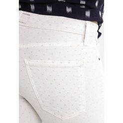 Current/Elliott THE STILETTO Jeans Skinny Fit beige. Brązowe rurki damskie Current/Elliott. W wyprzedaży za 398,65 zł.