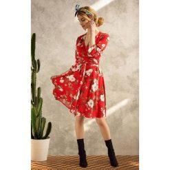 Sukienki: KOPERTOWA SUKIENKA W kwiaty