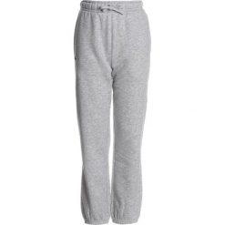 Lacoste Sport KIDS TENNIS TROUSERS BOYS Spodnie treningowe argent chine. Szare spodnie dresowe dziewczęce Lacoste Sport, z bawełny. Za 259,00 zł.