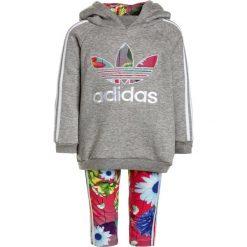 Adidas Originals SET  Bluza z kapturem medium grey heather. Brązowe bluzy dziewczęce rozpinane marki adidas Originals, z bawełny, z kapturem. Za 249,00 zł.