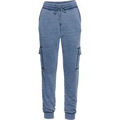 """Spodnie dresowe """"used look"""" bonprix niebieski dżins """"oil wash"""". Zielone jeansy damskie marki bonprix, w kropki, z kopertowym dekoltem, kopertowe. Za 99,99 zł."""