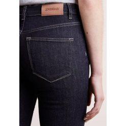 2nd Day NIKKI Jeansy Slim Fit rinse deinm. Niebieskie jeansy damskie marki 2nd Day, z bawełny. W wyprzedaży za 323,95 zł.