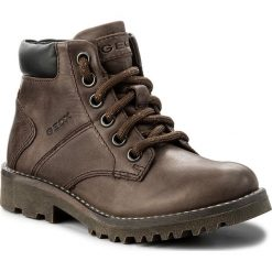 Trapery GEOX - J Axel B. E J6486E 0CL54 C6009 S  Coffee. Brązowe buty zimowe chłopięce Geox, z materiału, na niskim obcasie. W wyprzedaży za 199,00 zł.