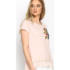 Różowy T-shirt Parrot In The Jungle. Czerwone t-shirty damskie Born2be, l. Za 54,99 zł.