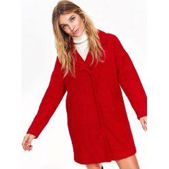 JEDNOBARWNY PŁASZCZ DAMSKI Z DOMIESZKĄ WEŁNY. Czerwone płaszcze damskie wełniane marki Top Secret, na jesień, eleganckie. Za 149,99 zł.