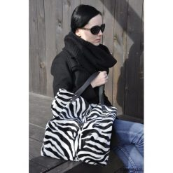 Torba tote XXL - zebra. Szare torebki klasyczne damskie Pakamera, z motywem zwierzęcym, ze skóry, duże. Za 169,00 zł.
