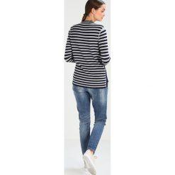 Cream DOLLY JEANS IN BAILEY FIT Jeans Skinny Fit medium blue denim. Niebieskie boyfriendy damskie Cream. W wyprzedaży za 356,85 zł.