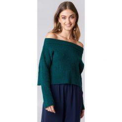 Swetry damskie: NA-KD Sweter w prążki z odkrytymi ramionami - Green,Navy