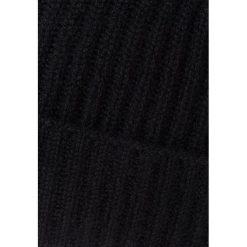 Johnstons Cashmere Czapka black. Czarne czapki damskie Johnstons Cashmere, z kaszmiru. W wyprzedaży za 284,25 zł.