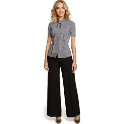 IZABELLA Koszula z kokardą i krótkim rękawem - czarna. Czarne koszule damskie w kratkę marki Moe, z elastanu, eleganckie, z kokardą, z krótkim rękawem. Za 109,99 zł.