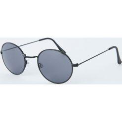Okrągłe czarne okulary przeciwsłoneczne. Czarne okulary przeciwsłoneczne męskie aviatory Pull&Bear, okrągłe. Za 49,90 zł.
