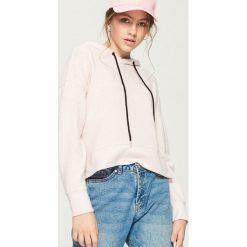 Krótka bluza z kapturem - Różowy. Czerwone bluzy rozpinane damskie Sinsay, l, z krótkim rękawem, krótkie, z kapturem. Za 49,99 zł.