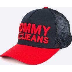 Tommy Jeans - Czapka. Czerwone czapki z daszkiem męskie marki Tommy Jeans, z bawełny. Za 179,90 zł.