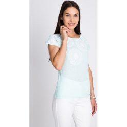 Bluzki damskie: Błękitna bluzka z białym printem QUIOSQUE